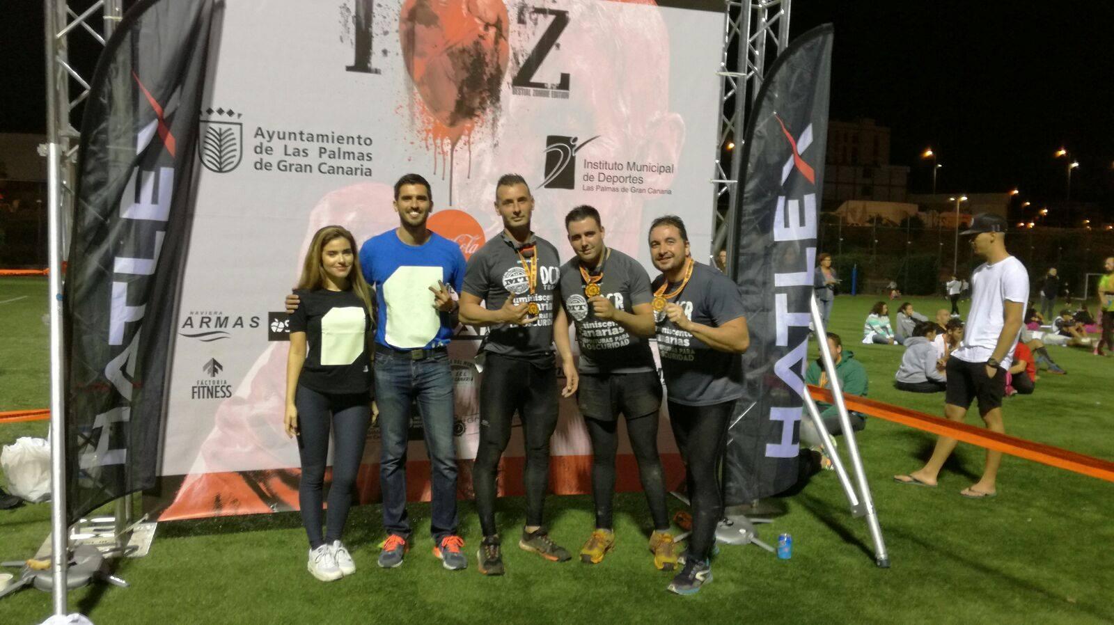 Promoción de camisetas Iluminated Apparel con nuestro equipo de carreras de obstáculos